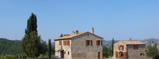 Chianti Farmhouse on a Wine Estate - Casa del Fieno