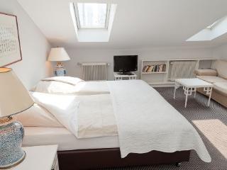 LLAG Luxury Serviced Apartment in Frankfurt - 322 sqft, nice, clean, comfortable (# 296) #296