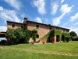 Valiano Italy Vacation Rentals - Farmhouse / Barn