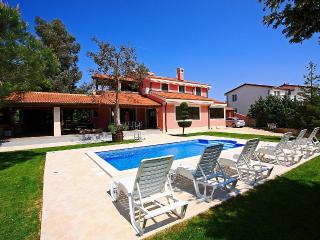 Villa with pool for rent, near Pula, Istria