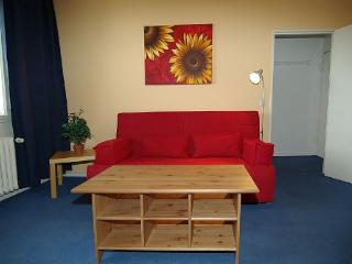 Vacation Apartment in Berlin - 592 sqft, modern, well-equipped, spacious (# 3767) #3767