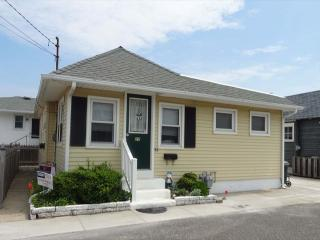 A 27 Bower Court Stone Harbor NJ Front Exterior Cottage View