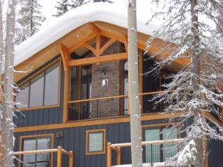 Golden Canada Vacation Rentals - Home