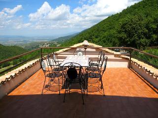 APT A :the largest/3 bedrms/2bathrms + terrace