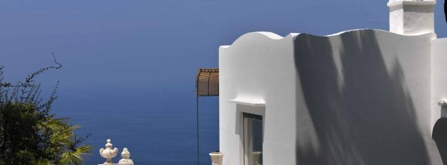 Bright beautiful villa, with sea view, Capri, 10p