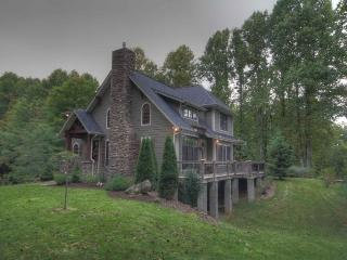 Nicely Situated Mountain Home With Good Access, Yard for Relaxing, Hiking and Play