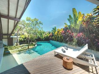 The Layar 1 Br - Poolside