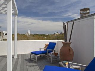 Amazing Roof Deck Offering Views of Town and Gulf