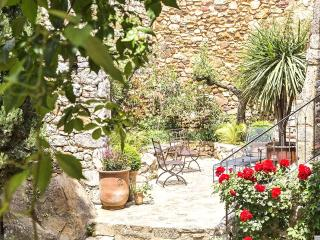 Uzes France Vacation Rentals - Home