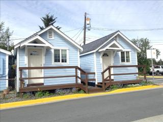 4 Cottages, 2 in front and 2 in back