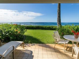 Lanai with a fantastic view. Right on Kiahuna Beach.