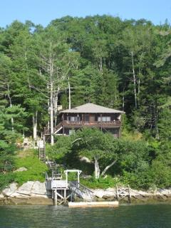 SALTAIRE| BOOTHBAY HARBOR | LINEKIN BAY | APPALACHEE LAKE | PRIVATE DOCK & FLOAT ON LINEKIN BAY | SHARED BEACH AND SWIM FLOAT FOR FRESHWATER APALACHEE LAKE | INCREDIBLE VIEWS | FAMILY VACATION | ROMANTIC GETAWAY