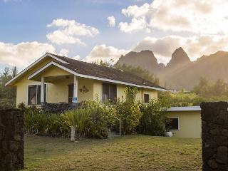 Hibiscus Hula Beach Cottage