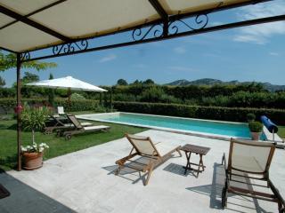 Maubec France Vacation Rentals - Villa
