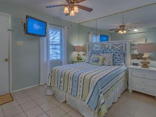 Master Bedroom with Queen bed & Flat Screen TV