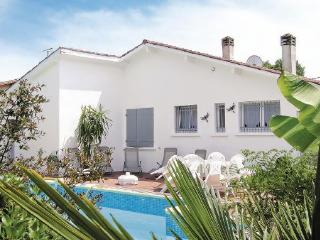 Le Porge France Vacation Rentals - Villa