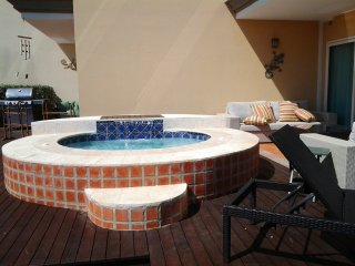 Your garden delight private hot tub!