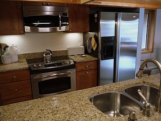"SkyRun Property - ""PG310 Peregrine"" - Updated Kitchen"