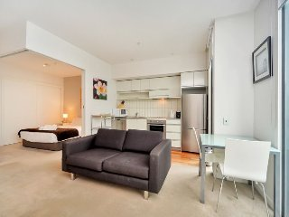 Sunny open plan one bedroom apartment with carpark