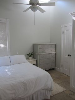 Walk To The Beach - Lovely Victorian 1 Bedroom Cottage