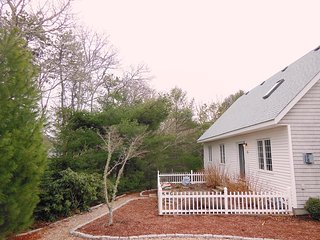 side view - 257 Chatham Road Harwich Cape Cod - New England Vacation Rentals
