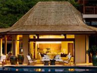 Intimate, sequestered beachfront villa. AQU V2