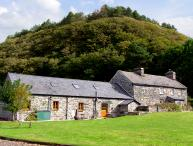 GLASFRYN BARN, family friendly, character holiday cottage, with a garden in Harlech, Ref 2093