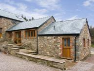 THE BYRE, romantic, luxury holiday cottage, with a garden in Llanddewi Skirrid, Ref 5118