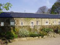 CUCKOO STONE COTTAGE, pet friendly, character holiday cottage, with a garden in Matlock, Ref 5413