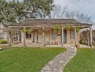 Austin Street Retreat - Maria's Suite