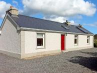CARNAWEEN VIEW, pet friendly, country holiday cottage, with a garden in Glenties, Ref 9860