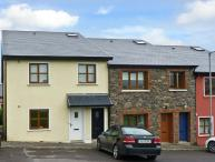 8 FAIRFIELD CLOSE, family friendly, country holiday cottage, with a garden in Dingle, County Kerry, Ref 10826