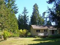 Quaint Parksville 3 Bedroom Cottage Close Drive to City Centre and Beaches