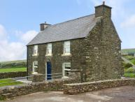 STONE COTTAGE, near to the coast and picturesque walks, en-suite bathrooms, sea views, with a garden in Ballydavid, Ref 17689
