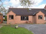 THE GRANARY, single-storey cottage with free tennis and subsidised golf, near York, Ref. 904237