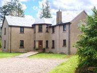 KEIL VIEW HOUSE, indoor swimming pool, sauna, garden, en-suites, open fire, fishing, close Fort William Ref 906090
