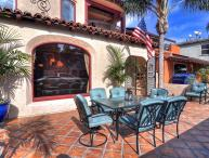 Jan-Feb Special, $225/night! Luxury home, 1 house to the beach, near 2nd Street Shopping!