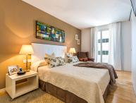 Homearound Rambla Suite & Pool - Luxury (1BR_61D) - JANUARY STAYs PROMO