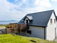 HILLTOP APARTMENT, pet-friendly apartment with sea views, deck, WiFi, Kilcrohane Ref 914168