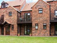WHITE GOOSE COTTAGE, pet friendly, with WiFi and a garden in Whitby, Ref 4264