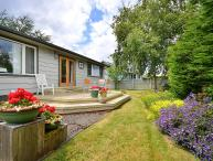 Cozy Sidney 2 Bedroom On Level Cottage Close to Beaches and Town Centre