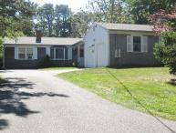 Brewster 3 bedroom, 2.5 bath less than 1 mile to Linell Landing Beach!