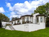 NO. 1 ARD CARRAIG, hot tub, pet-friendly ground floor cottage, in Portsalon, Ref. 917354