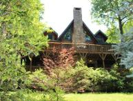 Large Log Cabin pool table, fireplaces, porches