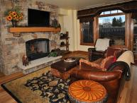 Have fun in this high-end ski-in/ski-out condo with fireplace, ski storage, outdoor pool and community hot tubs.