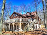 5BR Log Cabin on Beech Mountain, Wall of Windows, Large Deck, 3 miles to Ski