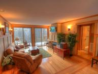 4BR Mountain Contemporary Chalet on Beech Mtn, Hot Tub, 1 Mile (3 mins) to Ski