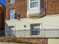 NUTSHELL, wet room, parking permit, seaside, romantic, quaint cottage in Whitby, Ref. 914037
