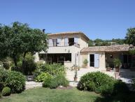 Stunning 3 Bedroom House with a Pool and Grill, Villa YNF BAM