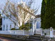 VERDM - STUNNING VILLAGE ESTATE IN CLASSIC EDGARTOWN STYLE, LUXURY HOME WITH SPACIOUS LIVING AREAS/BEDROOMS, AND GUEST QUARTERS WITH KITCHENETTE AND FAMILY ROOM, LOVELY MANICURED AND PRIVATE YARD, CENTRAL A/C